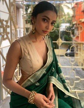Indian Model Latest Hot Stills In Saree actressbuzz.com