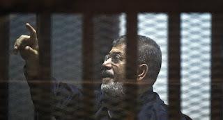 """""""الإخوان المسلمون"""" تعتبر وفاة محمد مرسي جريمة قتل متعمدة والجيش والداخلية يعلنان حالة الاستنفار القصوى"""
