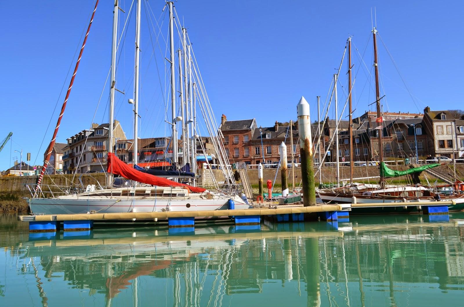 Les villages de la c te d 39 alb tre vus de la mer - Saint valery en caux restaurant du port ...