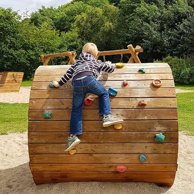 Drei geniale Rast- und Spielplätze auf der Fahrt in den Dänemark-Urlaub nahe der Autobahnen E45 und E20. Ein Spielplatz für die Kinder und Entspannung für die Erwachsenen - so macht eine Rast Spaß!