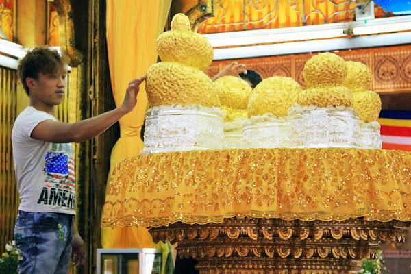 Estátuas de los 5 budas - Pagoda Phaung Daw Oo