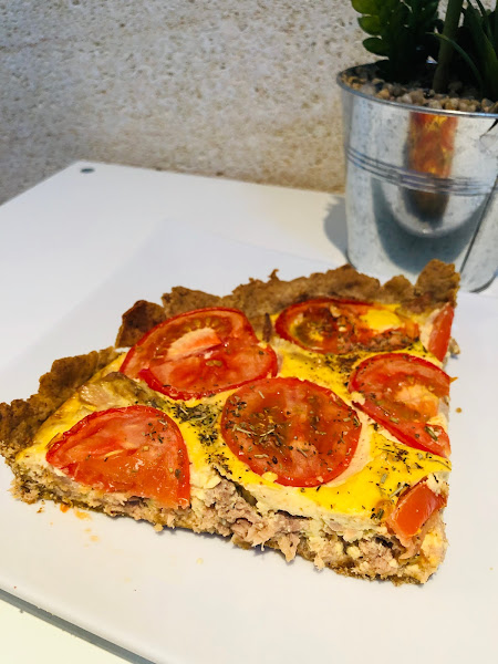 Tarte légère à la tomate, thon et moutarde