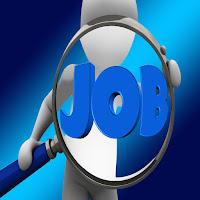 La scritta Job richiama il dramma dei precari, dei disoccupati e dei giovani che devono rimanere in stato di soggezione e a disposizione delle esigenze del capitale