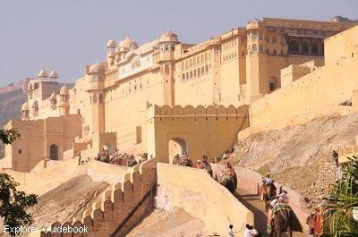 Tempat wisata terkenal di India amber fort palace