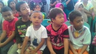 Anggota TNI Ikut Hibur Anak-anak Korban Gempa di Pidie Jaya ACEH - Commando