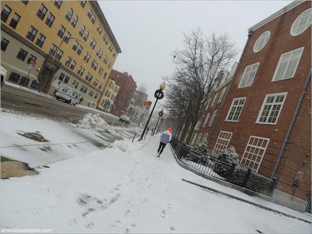Corriendo durante la Tormenta Greyson por Cambridge