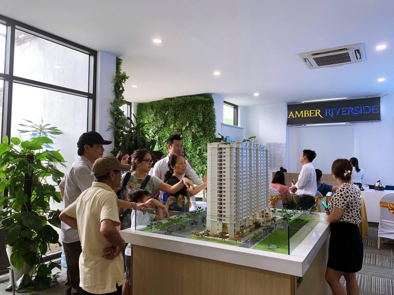 Đông đảo khách hàng tham quan mở bán dự án 622 Minh Khai