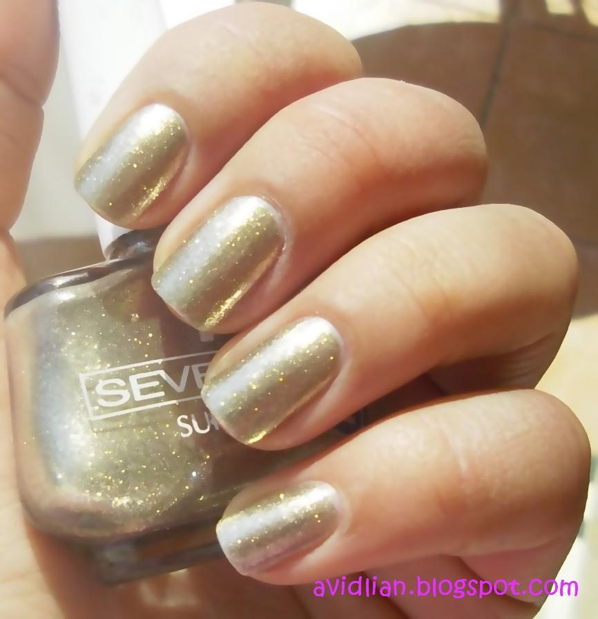 aviDliaN: Metallic Gold Nails