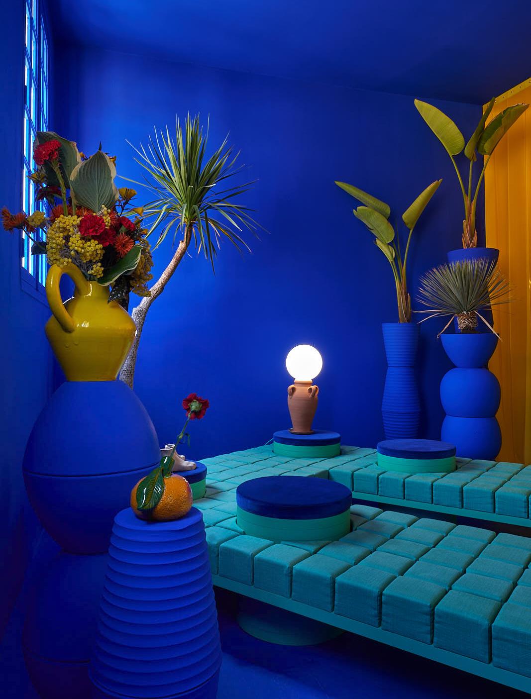 ilaria fatone inspirations - une installation artistique en bleu klein