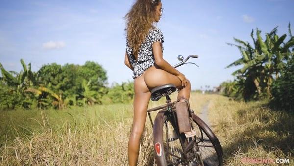 [PutriCinta.Com] Putri - Cycling Commando