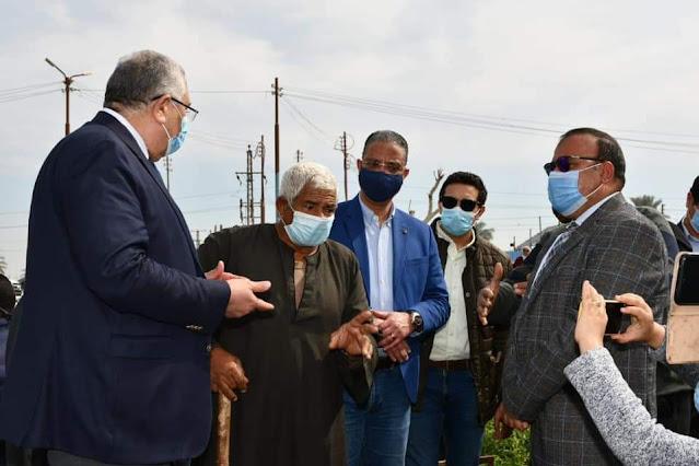 وزير الزراعة ومحافظ الفيوم يتفقدان مشروع تبطين المساقي وأحد الحقول الزراعية بقرية بيهمو