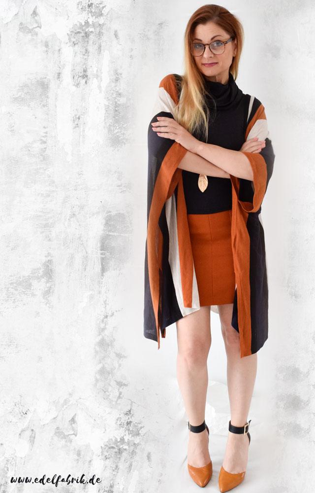 die Edelfabrik, elegantes Outfit mit Minirock, Highheels und Cardigan in Orange