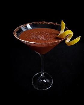 O Martini de Chocolate com Limão Siciliano é quase uma sobremesa alcoólica