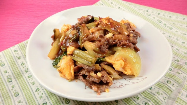 チンゲン菜と牛肉のピリ辛うまい中華風卵炒め