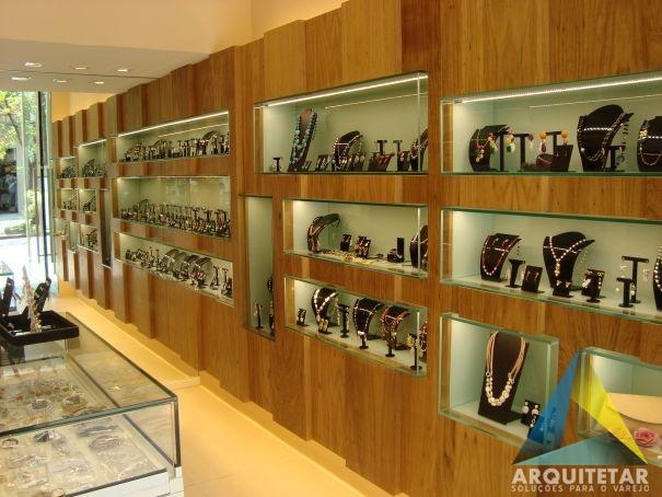 projeto nicho iluminado led revestido madeira vidro loja semijoias