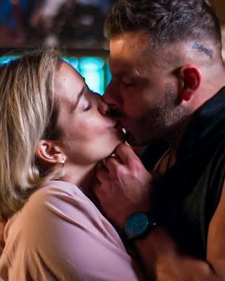 Confira o primeiro beijo do casal #Magia em 'Malhação - Toda Forma de Amar' — Foto: Globo
