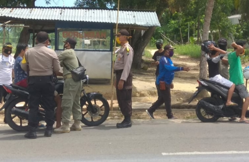 Sat Binmas Polres Bintan, TNI dan Pemerintah Bagikan Masker