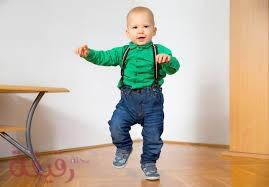 هل الثقافة وراء تأخر المشي المبكر عند الأطفال؟
