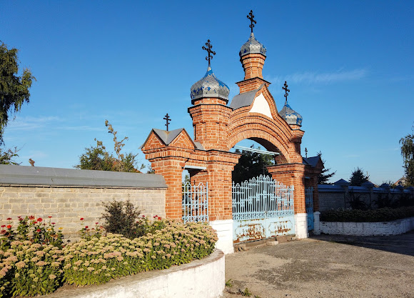 Миропілля. Свято-Миколаївська церква. Брама