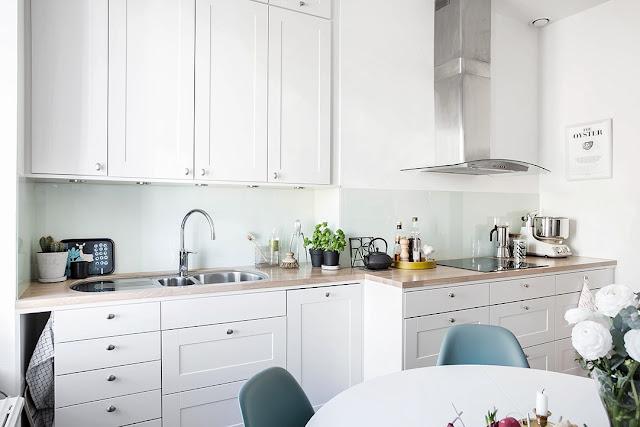 biała kuchnia, kuchnia bez kafelek
