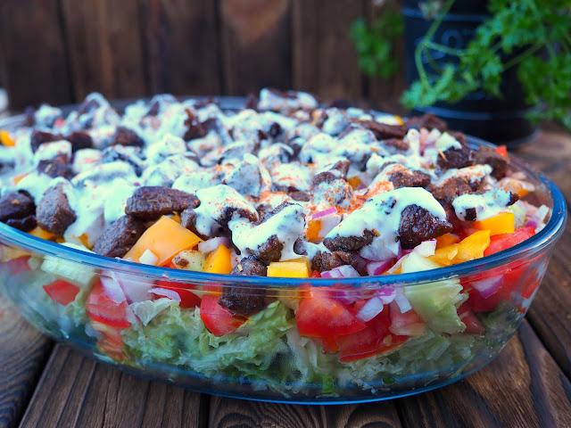 Sałatka kebab z wołowiną