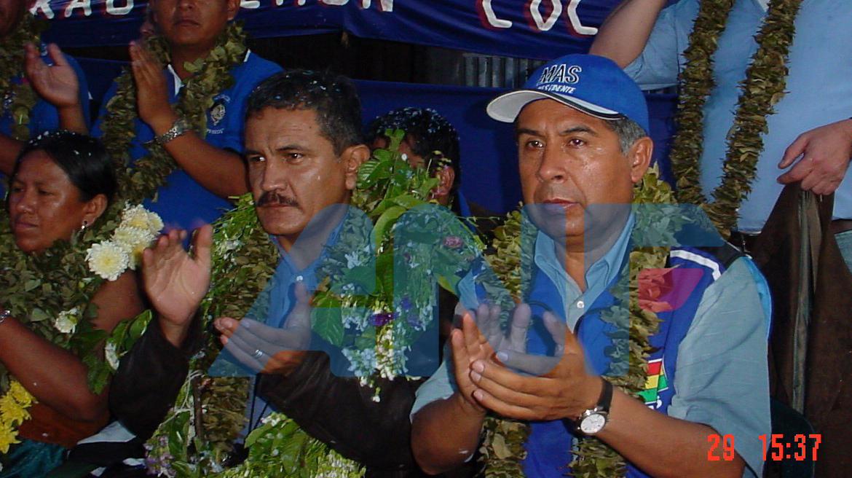 El exdiputado del MAS Juan Valdivia Almanza, de gorra azul,