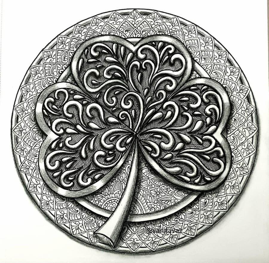 02-Four-leaf-clover-Vanita-Vaz-www-designstack-co
