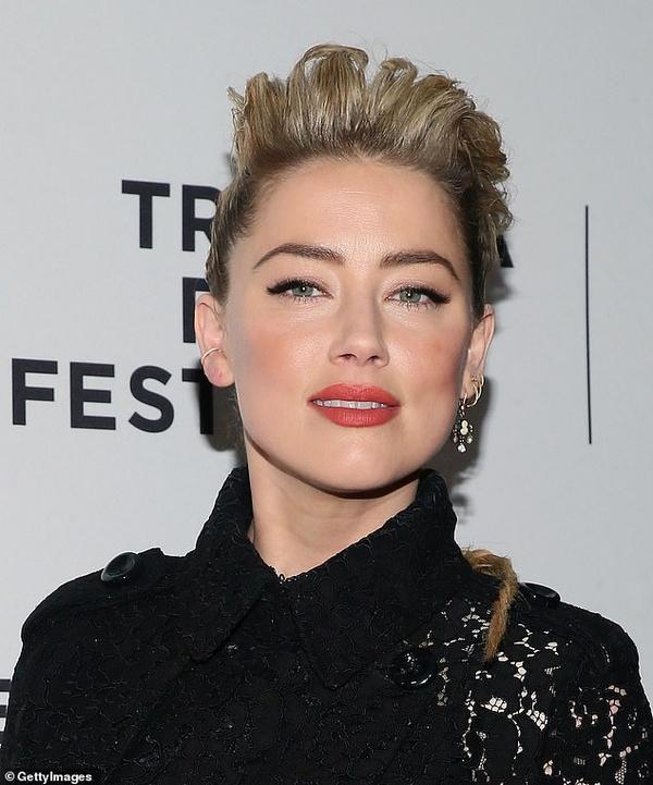 Amber Heard makeup red carpet
