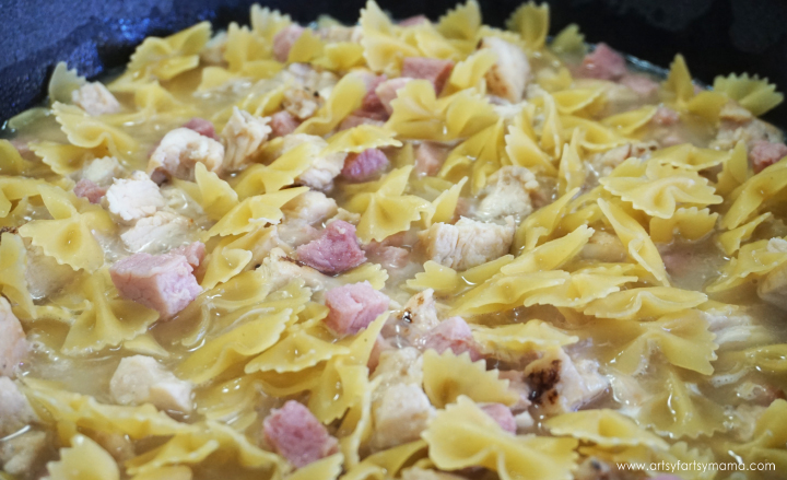 Simplify dinnertime with this 30-minute Chicken Cordon Bleu Pasta made in just one skillet!
