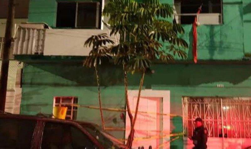 Vídeo; Hombre apuñala e intenta quemar a sus 6 hijos en Ciudad de México