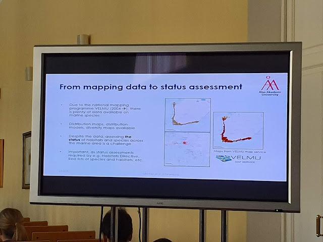"Esityksen yksi dia: ""From mapping data to status assessment""."