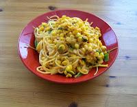 vegane mais-pasta mit maissauce - hautpspeise