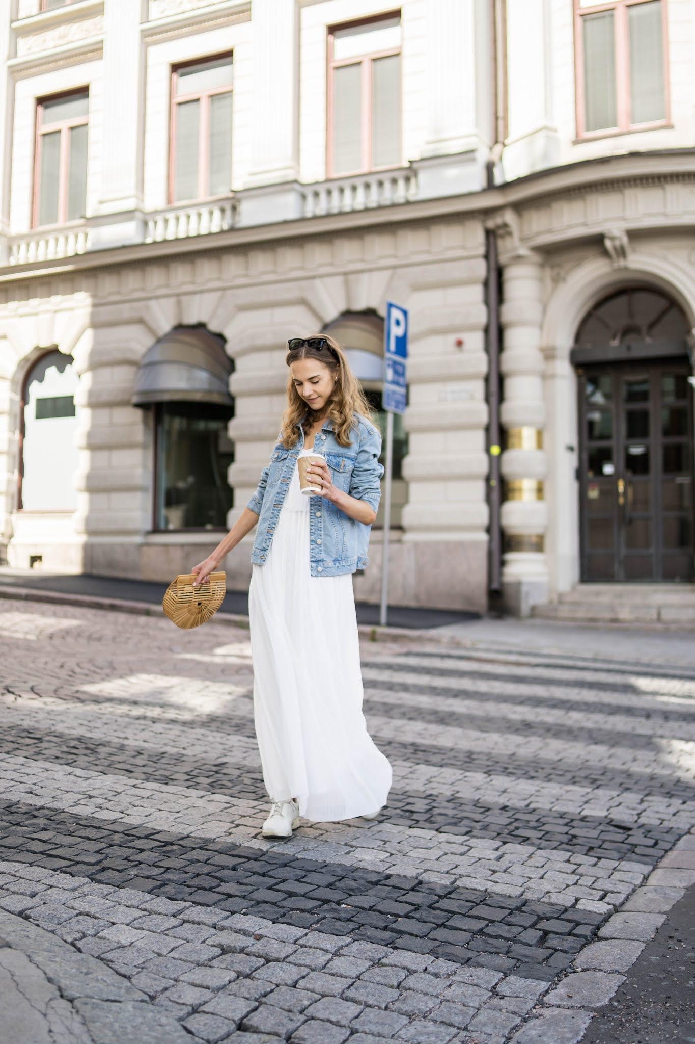 Kesämuoti: valkoinen maksimekko ja farkkutakki // Summer fashion: white maxi dress and denim jacket
