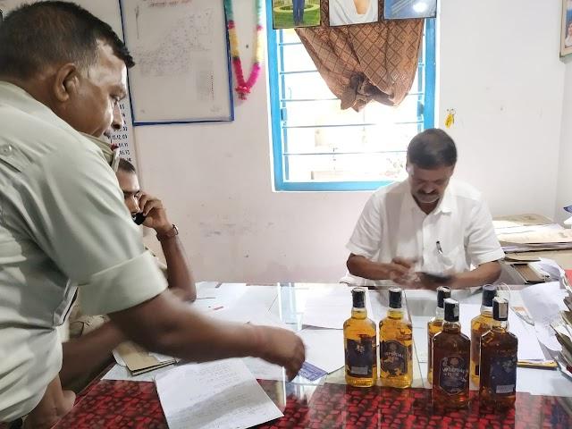 नौ बोतल विदेशी शराब के साथ कारोबारी धराया