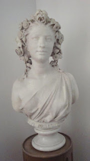 Frauenbüste aus der Villa Traunblick