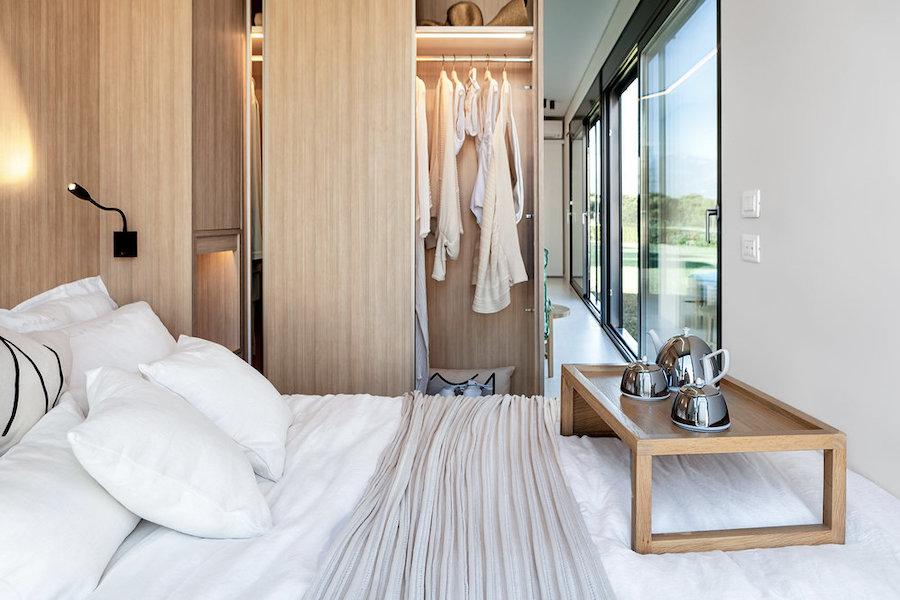 Casa contenedor marítimo dormitorio con armario empotrado