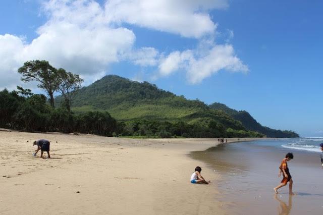 Ingin Ke Kuta!! Wisata Pantai Pulau Merah Ini Serasa Di Kuta - Bali