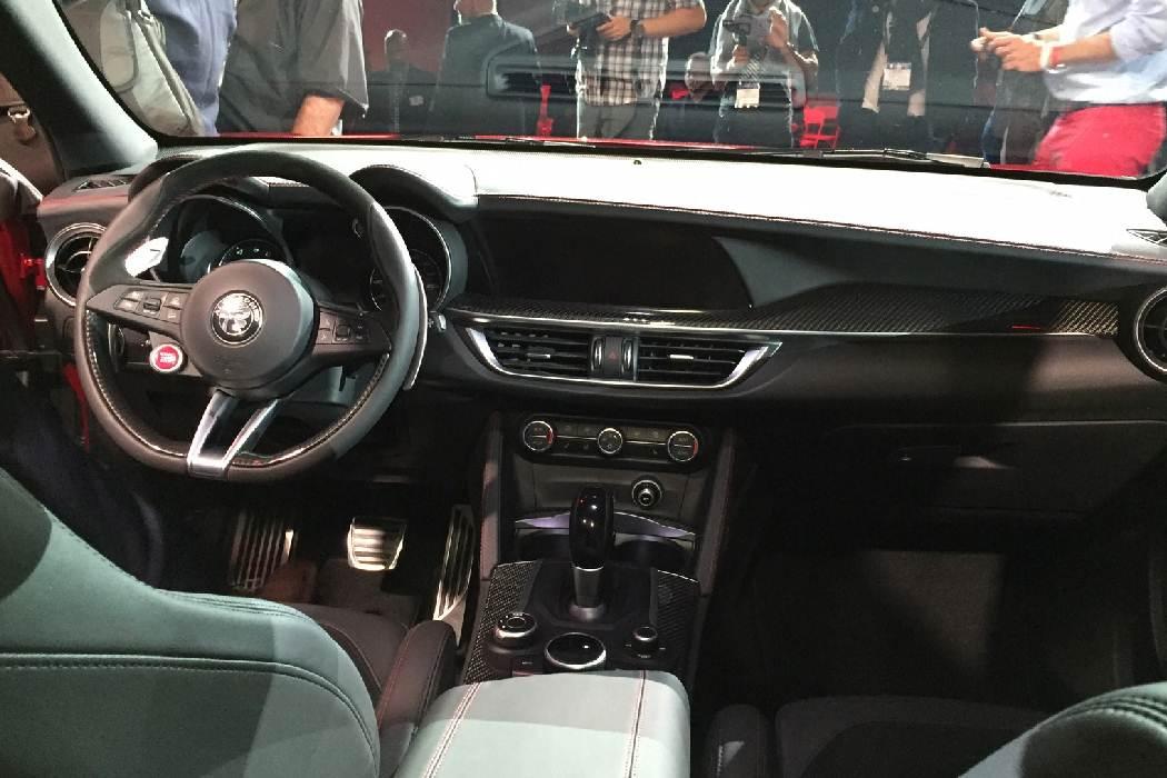 2017-alfa-romeo-stelvio-interior, car news