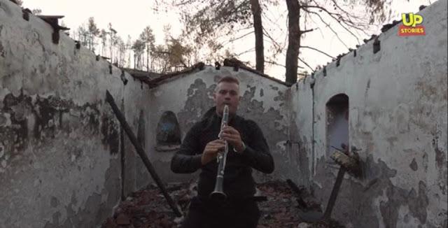 Ο σπαρακτικός ήχος ενός κλαρίνου αποδίδει φόρο τιμής στην καμένη γη της Εύβοιας (βίντεο)