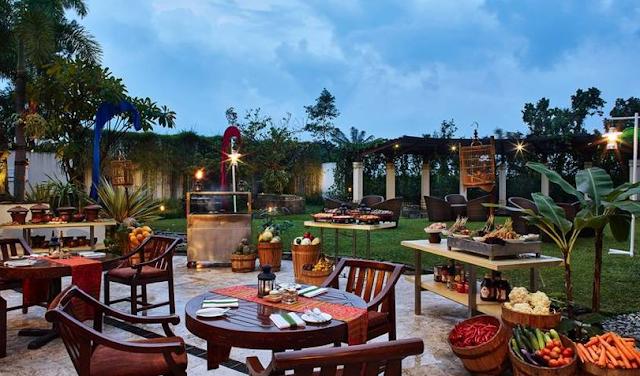 Berbagai Jenis Makanan di Restoran Hotel Bintang Lima Bandung