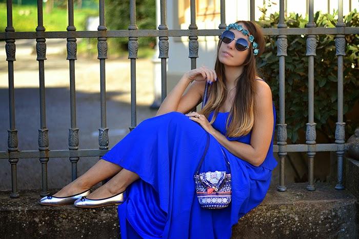 21b359110103 boho outfit fashion blogger. borsa etnica accessorize. abito compania  fantastica. ethnic mini bag. look figlia dei fiori. royal blue long dress