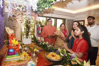 कृपाशंकर सिंह के आवास पर गणपति बप्पा का आगमन | #NayaSaberaNetwork