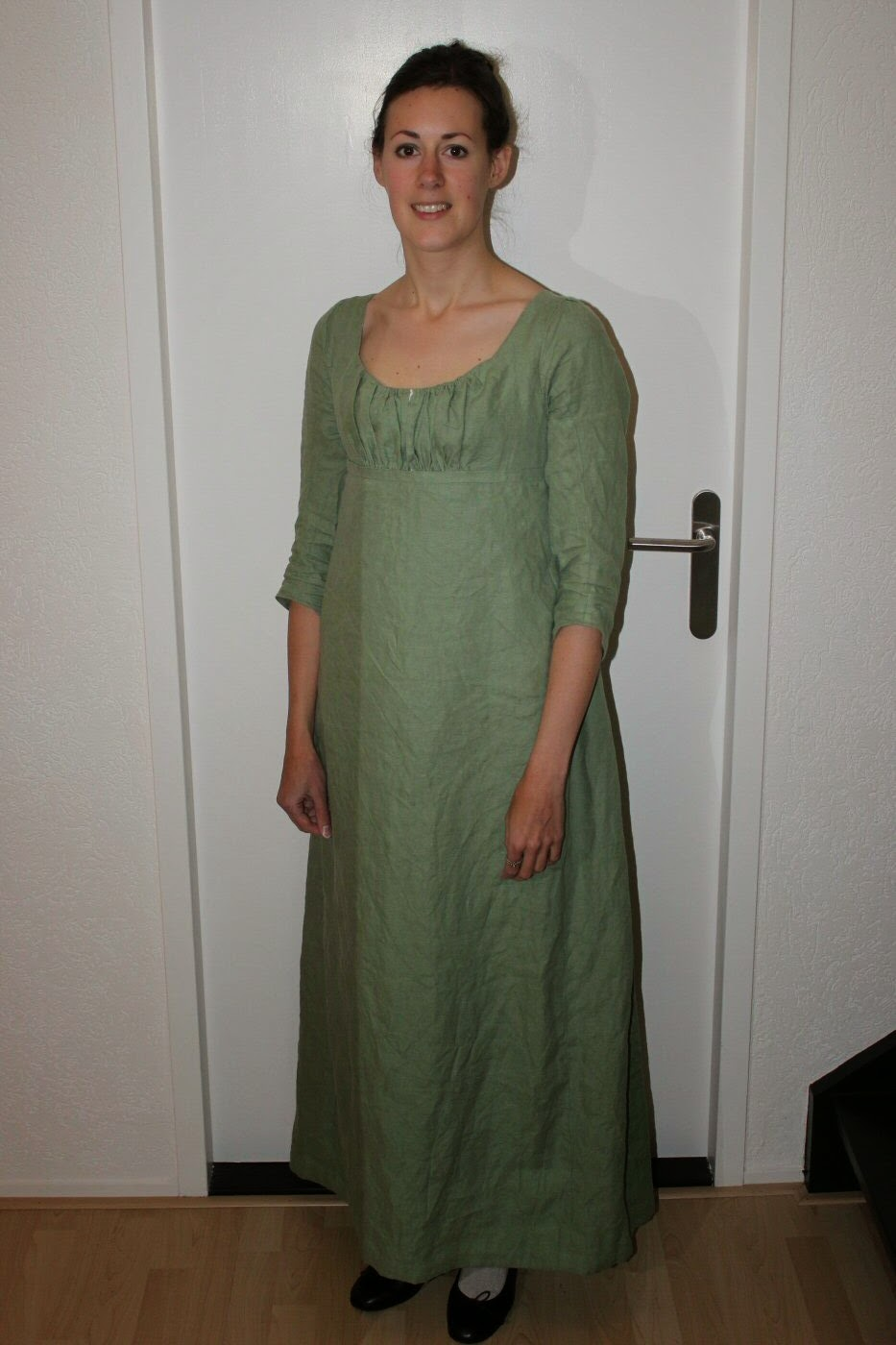 http://misshendrie.blogspot.nl/2014/12/green-linen-regency-dress.html