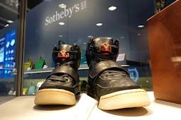 Lelang Sotheby Berhasil Jual Sepatu Kets Kanye West Seharga Rp26 Miliar