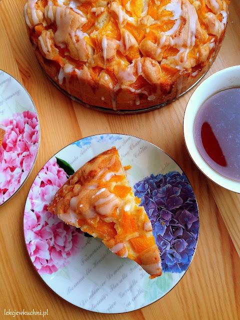 Proste ciasto z brzoskwiniami ucierane przepis
