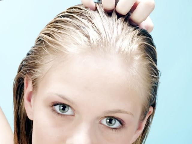 As causes for excessive grease treatment of hair taken hormone imbalance, puberty, stress, excessive use of hair cosmetics based on oil, as well as permanent hair groping with fingers.