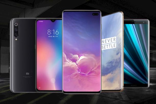 قائمة لأفضل الهواتف والأكثر انتظارا فى 2020    لقد قطعت الهواتف الذكية شوطا طويلا منذ بداية ظهورها ، من هذه الهواتف ذات   الشاشات الصغيرة إلى الهواتف الذكية الكبيرة والسريعة . كما قدمت بعض العلامات التجارية مثل Samsung و Huawei هواتف قابلة للطي في حين أن العديد من العلامات التجارية مثل Xiaomi تصنع هواتف مماثلة.