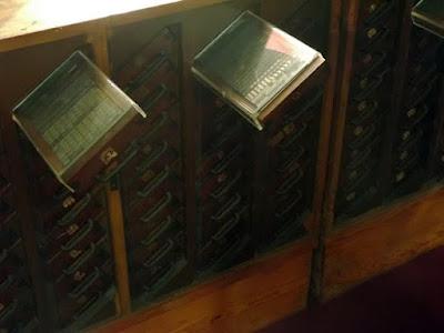 gavetas de letras tipográficas no museu nacional da imprensa