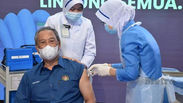 perdana menteri muhyidin yasin disuntik vaksin covid-19