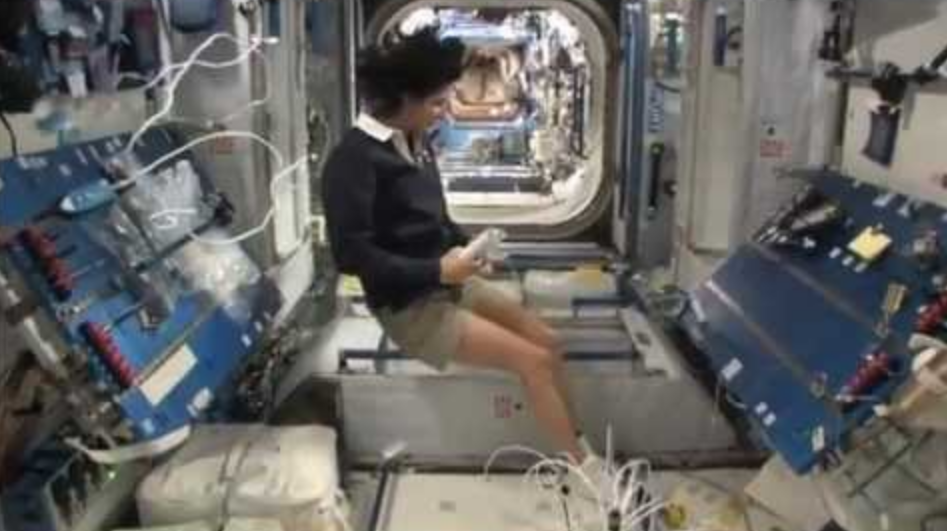 Cara Astronot Buang Air Besar